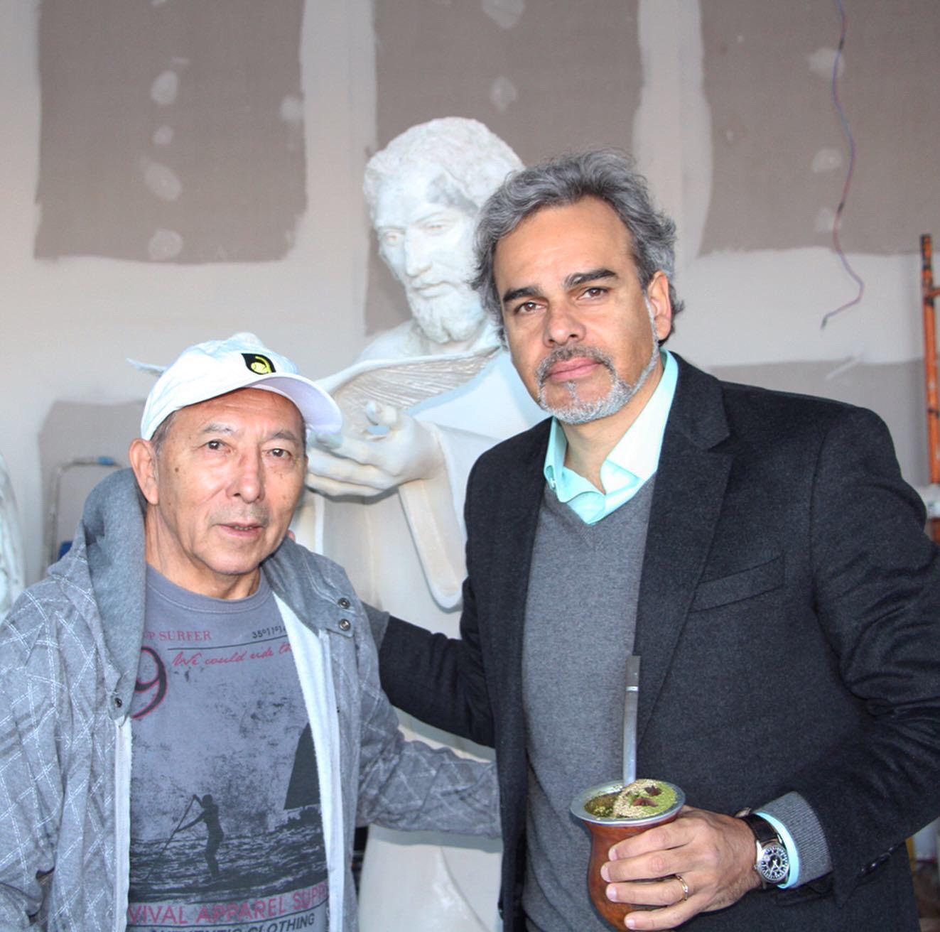 Artista Plástico Juan Amoretti apresenta a primeira estátua do empreendimento Espírito Santo
