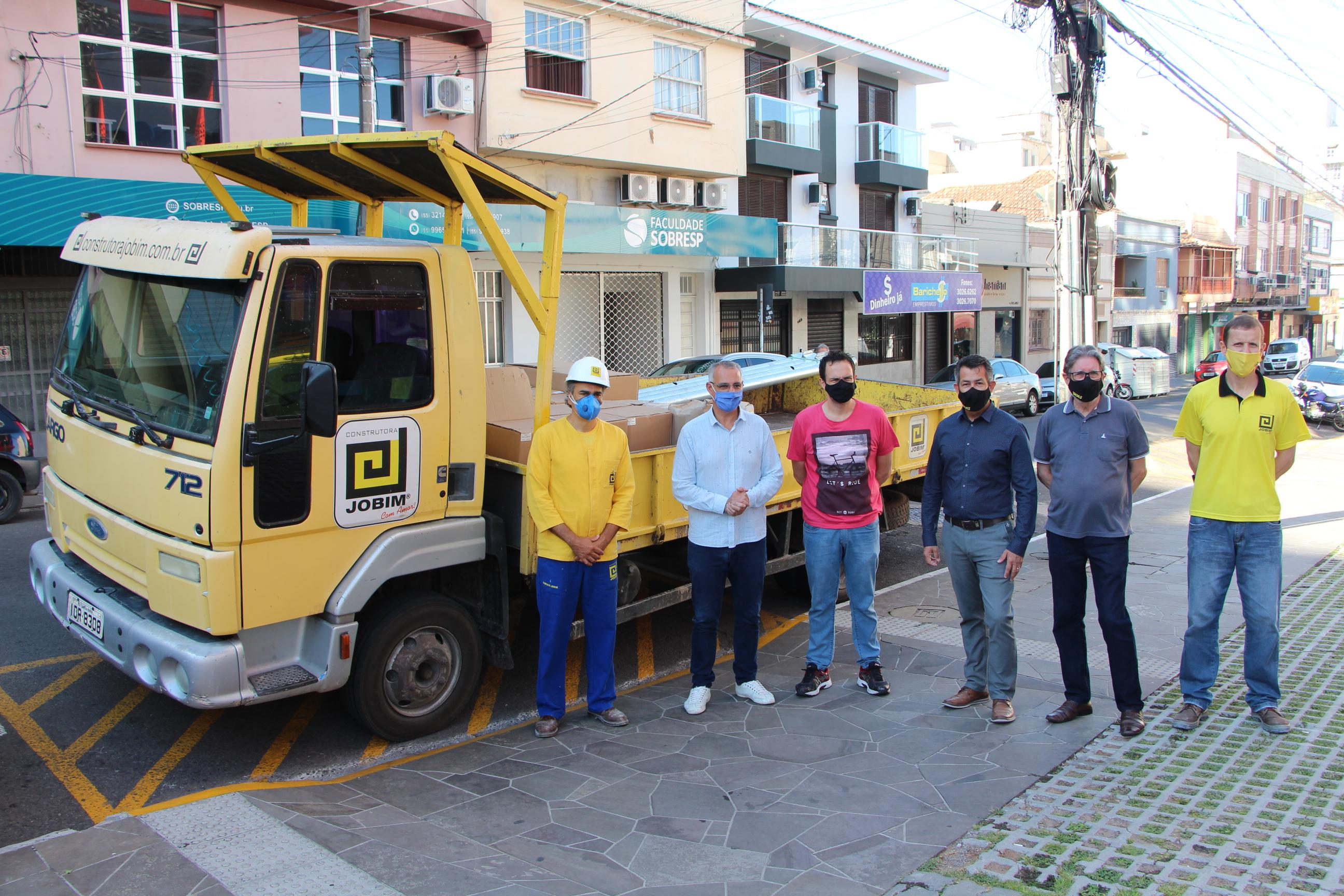 Entrega de materiais para a Prefeitura de Santa Maria é feita para viabilizar o fluxo de trânsito no empreendimento Espírito Santo