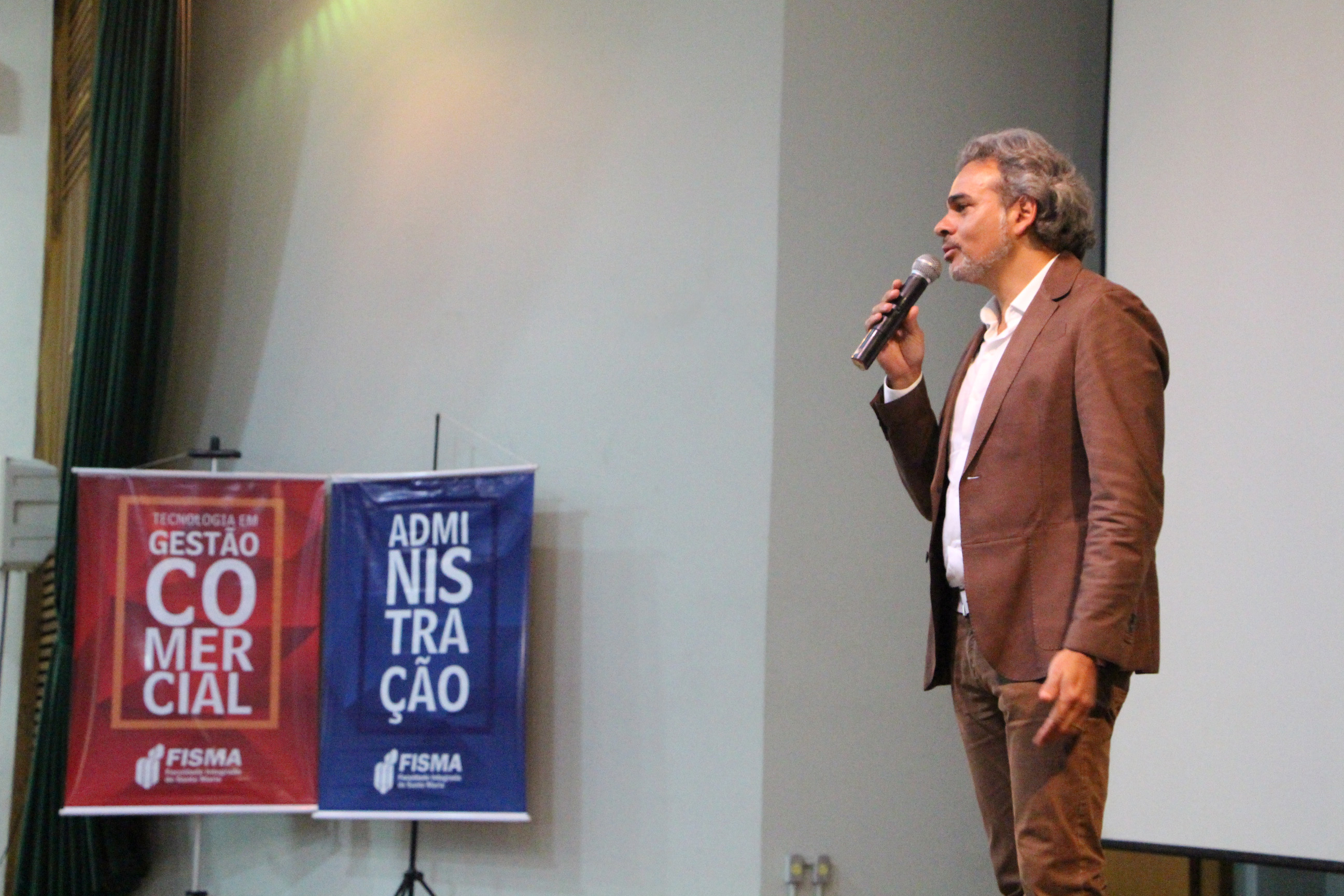 Diretor Gustavo Jobim participa de Simpósio sobre empreendedorismo
