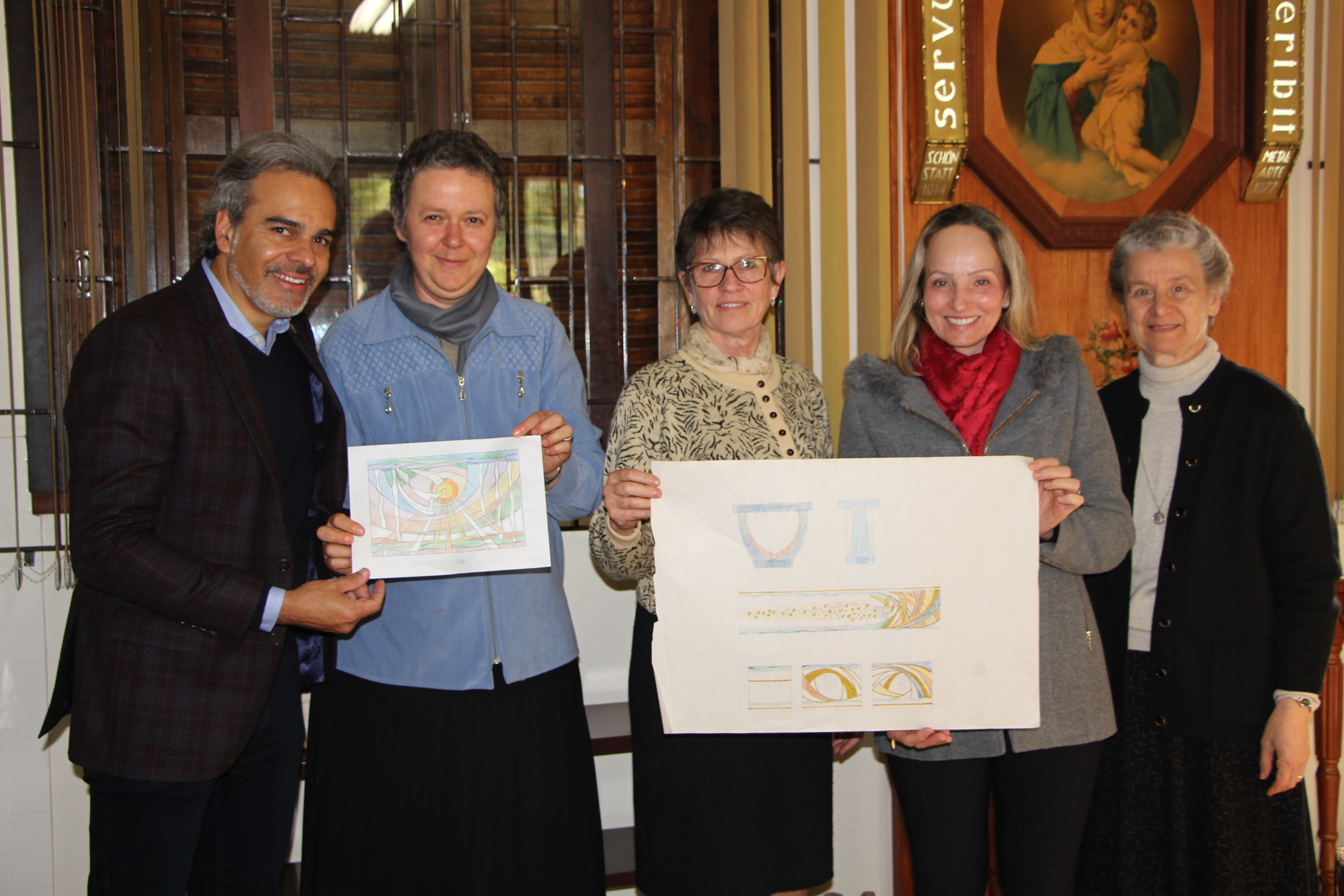 Tecla Hoppe apresenta projeto para os vitrais e mosaicos da Capela João Paulo II