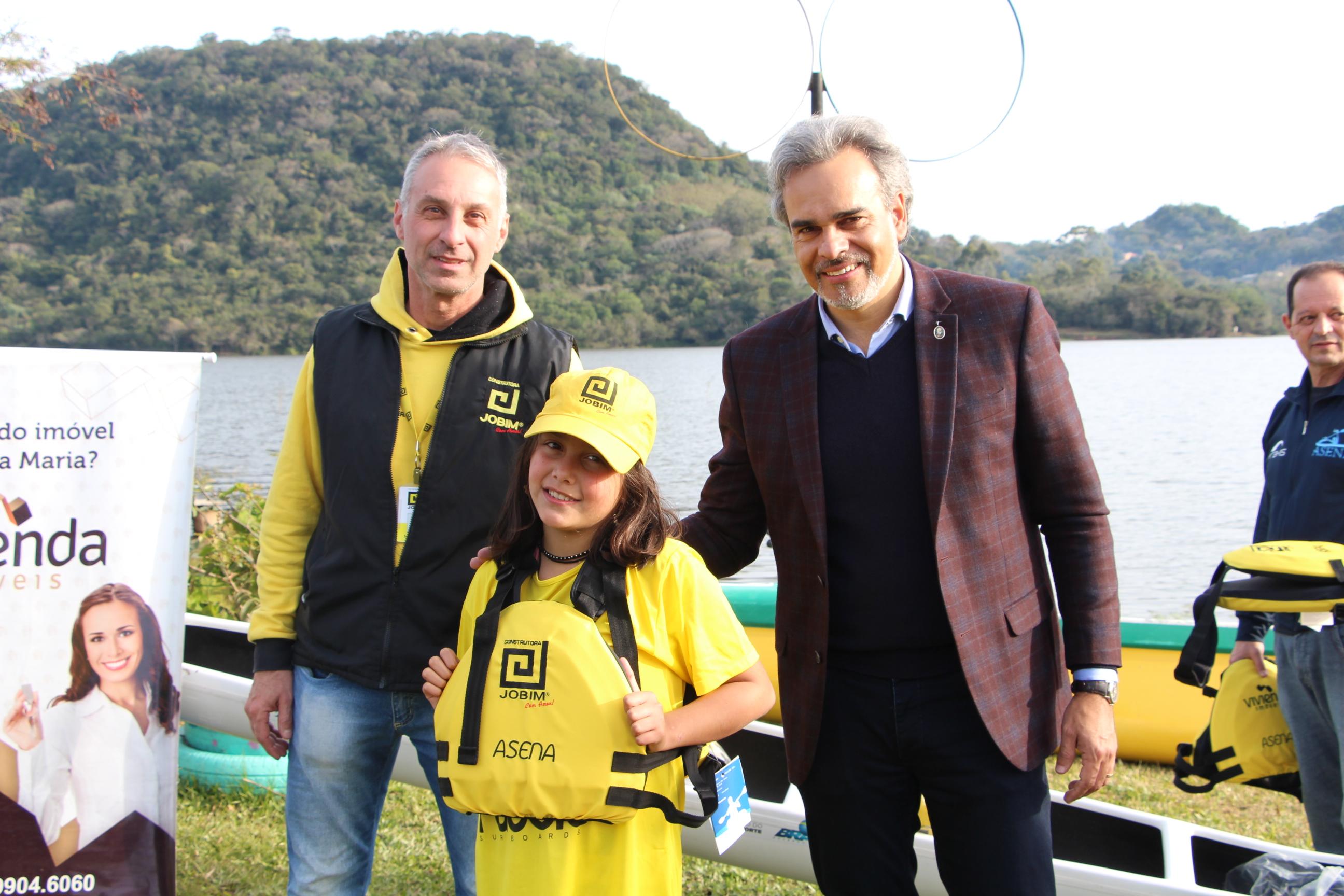 Construtora Jobim participa da entrega dos novos coletes salva-vidas para o Projeto Remar