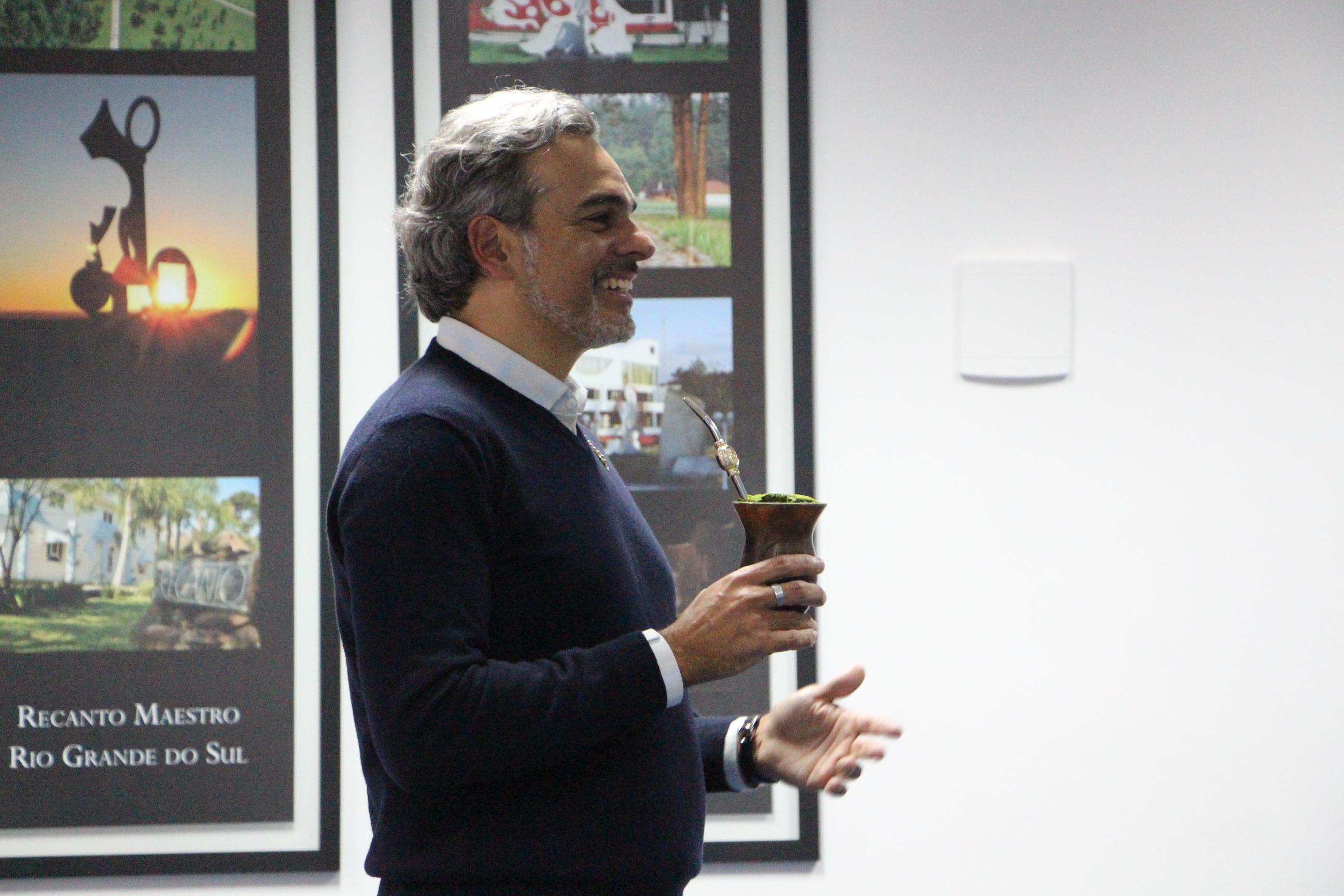 Diretor Gustavo Jobim conversa com alunos do curso de Administração da AMF